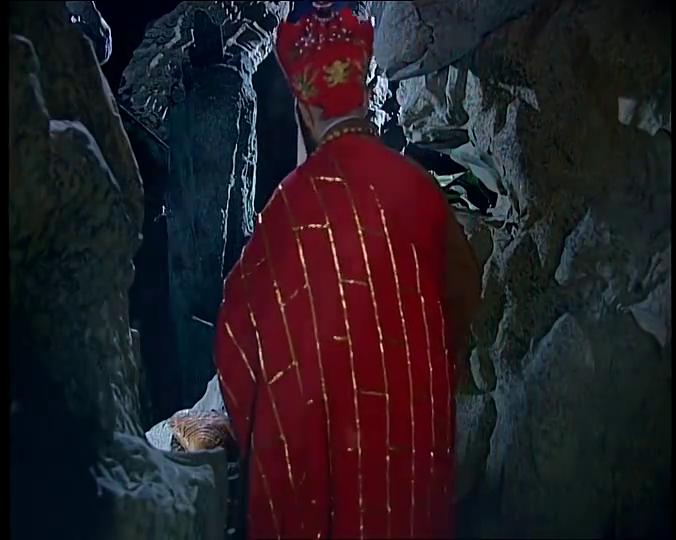 唐僧想开溜被石门挡住,悟空去南海搬救兵