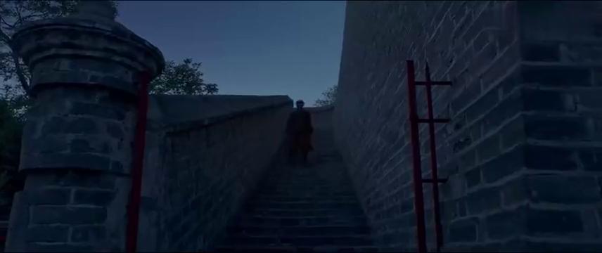 邪不压正:李天然真是文武双全,在屋顶上骑自行车,给巧红送东西