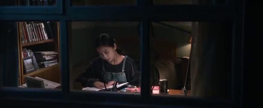 女儿翻看爸爸生前的笔记,突然想到了一些事情
