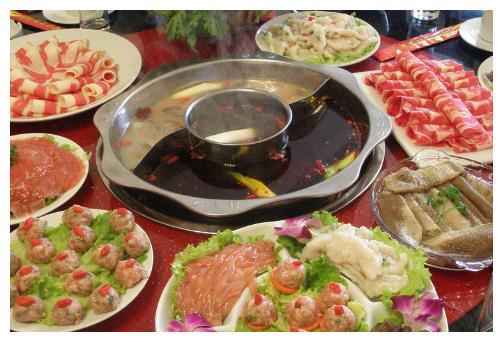 """吃火锅,服务员问""""加不加汤"""",看似平常的话,其实背后含义很多"""