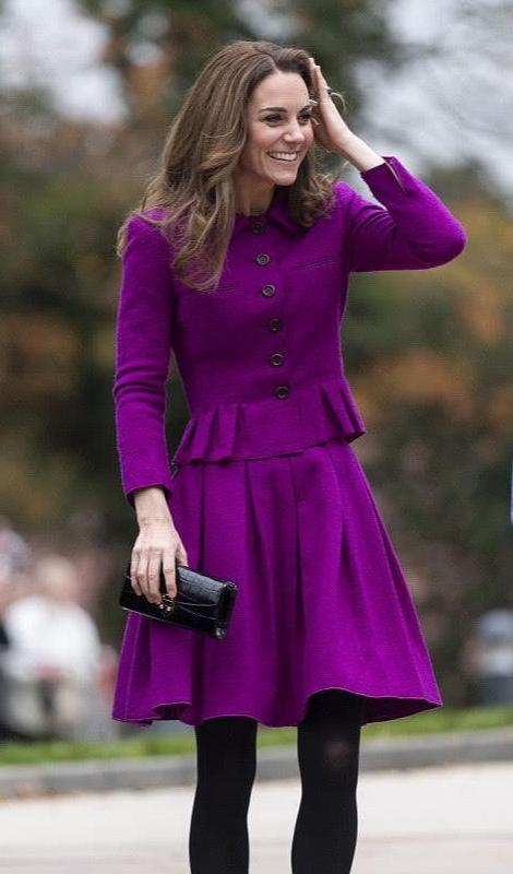 凯特王妃现身活动,穿毛呢西服套装显贵族气质,裙摆腰设计有新意
