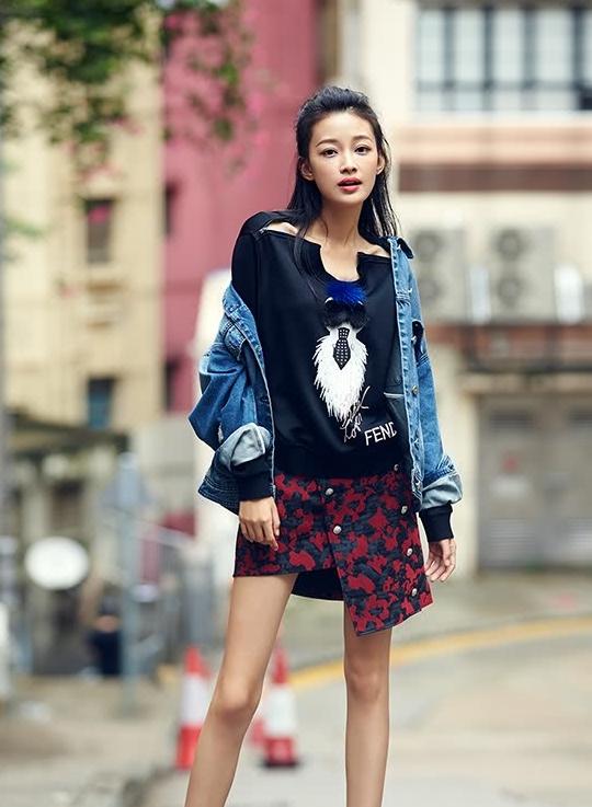 时尚女神孙怡颜值爆表穿搭更前卫,街头风牛仔外套的正确打开方式