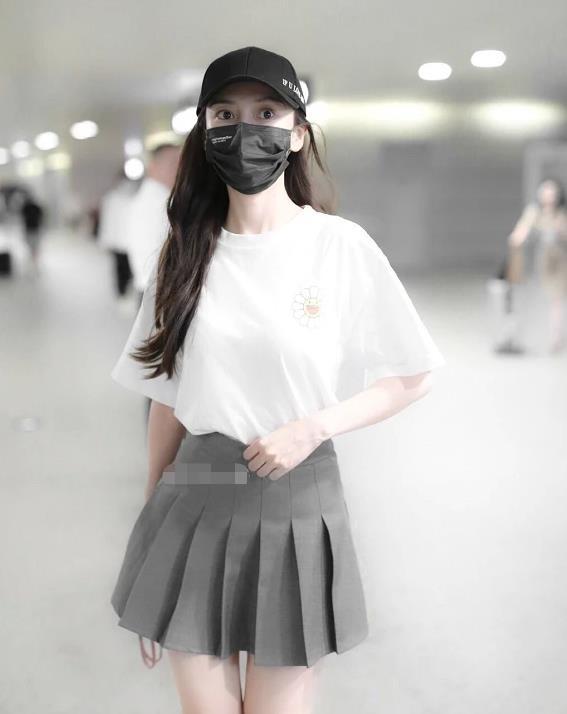 本以为杨颖穿jk裙会很少女,谁料搭配骑士靴后:这腿长惹人羡