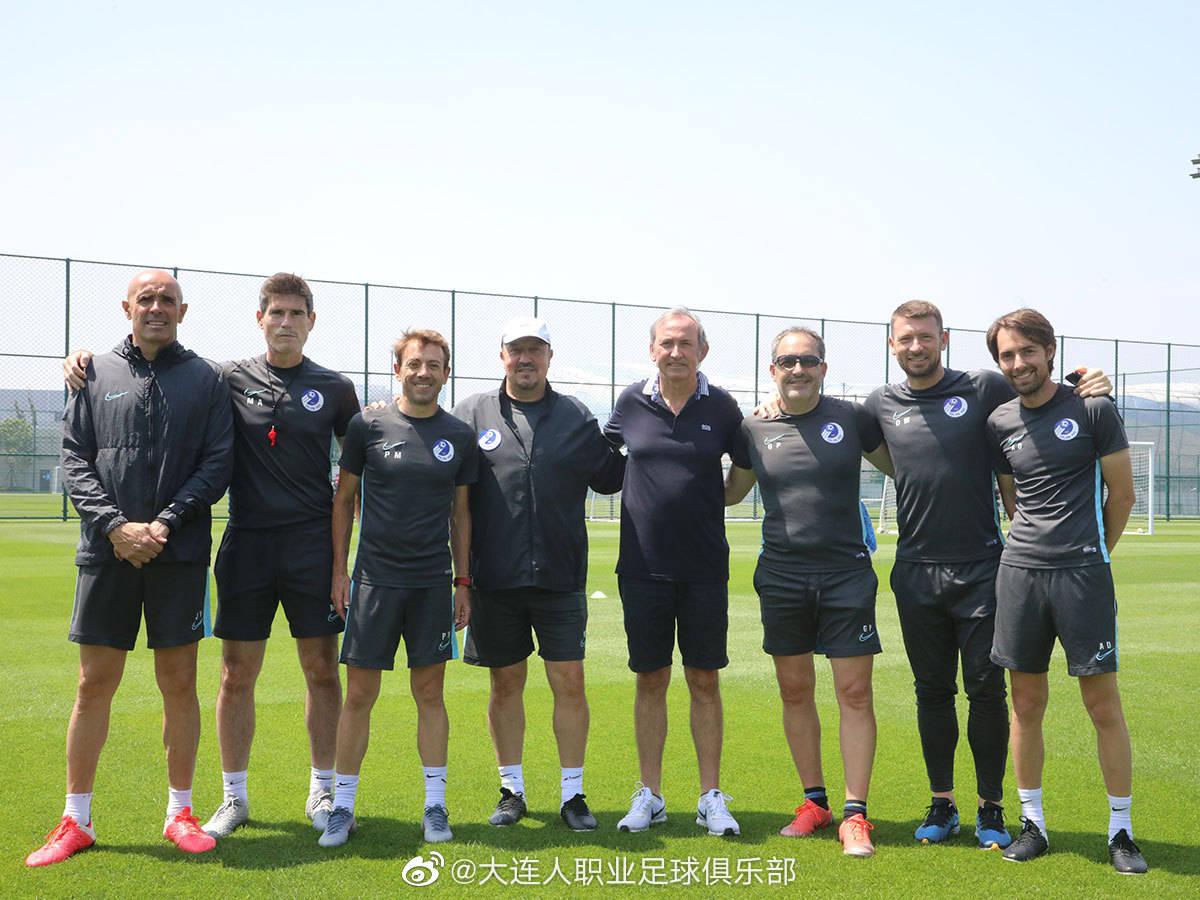 大连人职业足球俱乐部给队医安东尼奥图尔莫举办了告别仪式