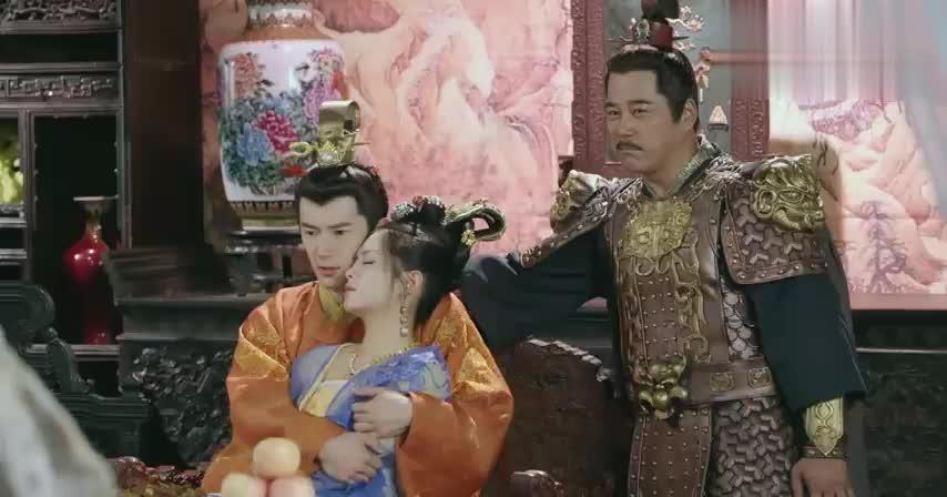 张大人竟敢谋杀皇上,哪料杨凌第一时间赶到,真是走而惊险救皇上