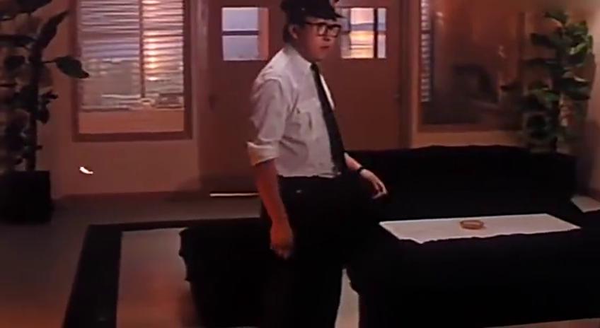 保安巡逻楼层,竟发现电视机跑出个人,原来是恶鬼作祟!