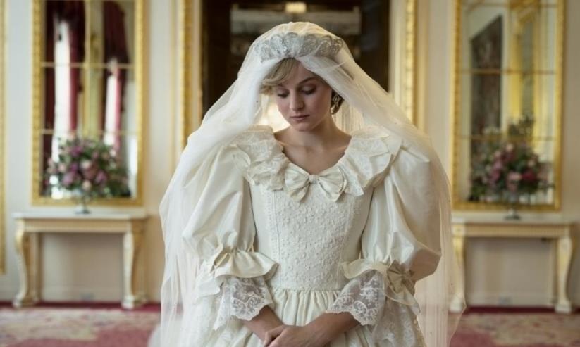 《王冠》王室秘闻终极曝光,英女王智障表姐妹遭抛弃