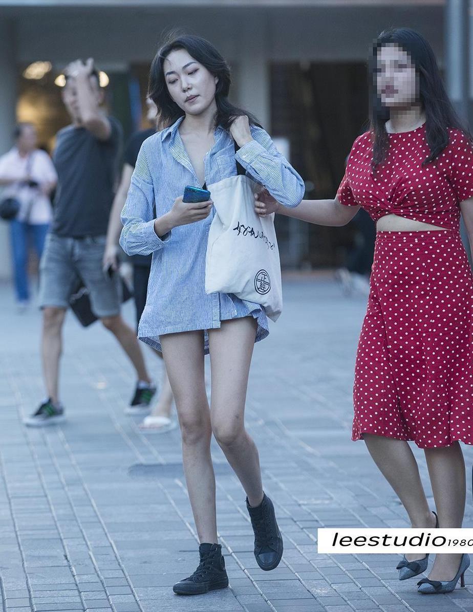 三里屯街拍,让你轻松帅气出街,显瘦显很高的马丁靴