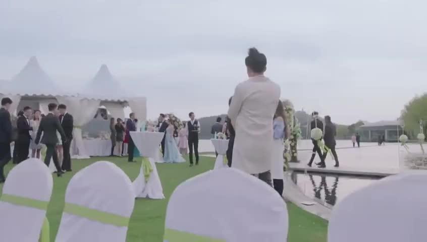 女总裁在弟弟婚礼得知喜讯,公司正式进驻国外