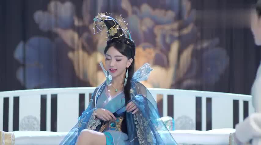 心机女得势欺负美貌公主,不料公主是用药高手,心机女瞬间被迷晕
