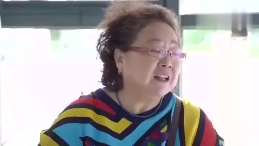 影视片段:罗素来医院看母亲,悄悄告诉儿子