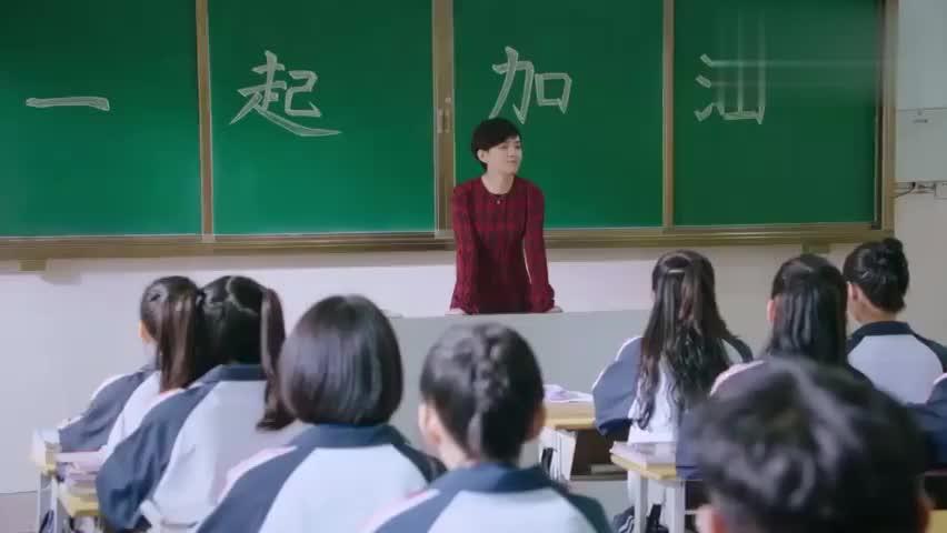 影视片段:小满毕业之际,老师一席话,小满展越直哭不已