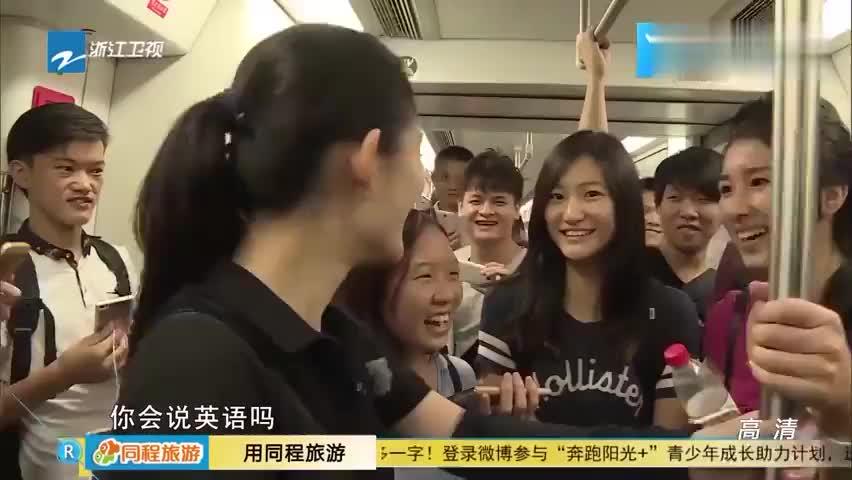 谢娜在地铁秀英文竟然唱英文儿歌娜姐真是太会活跃气氛了
