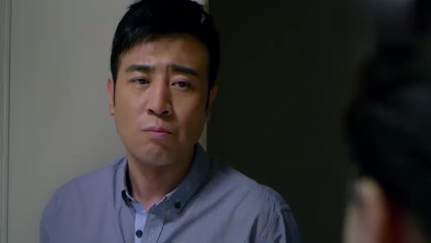 刑警队长:妻子办理签证时,讲到家庭后,想到女儿和丈夫拒绝出国