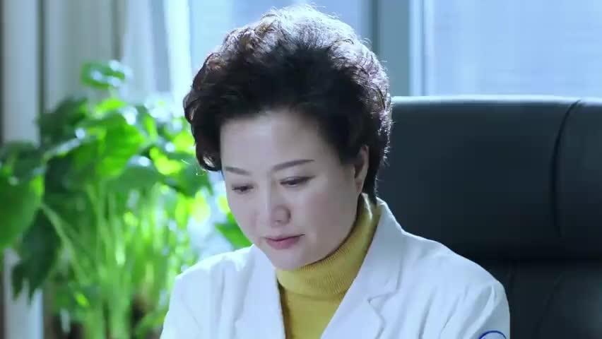 就在说话之间,赵主任瞬间泪流满面,接下来一幕惊讶了!