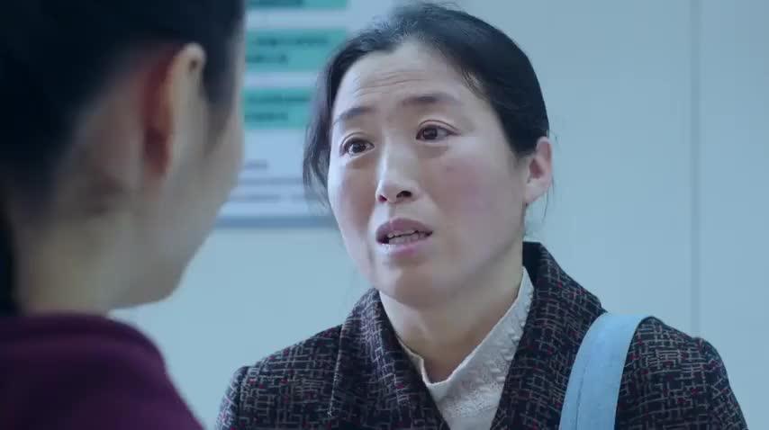 影视:农村大妈认错人,结果被人的姑娘哭了!太伤感!