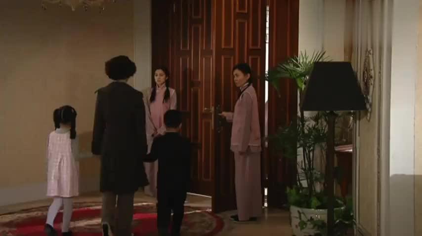 名媛望族大结局:大太太过世,二少爷偷偷磕头,被四姨太逮个正着