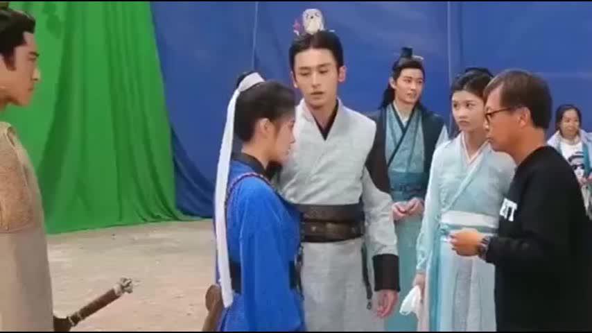 张哲瀚鞠婧祎互摸耳朵《芸汐传》小朋友花絮片场