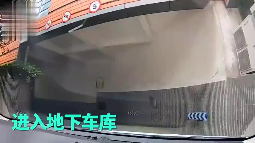 实拍南京最凄凉的购物中心,空无一人,小伙吓到腿软!