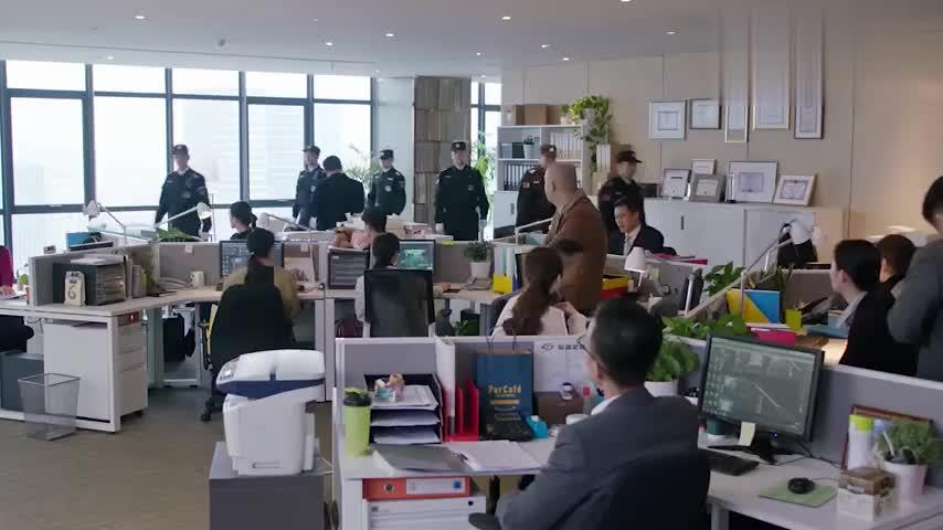 都挺好:蒙太找人砸自己公司,没想明玉以恶制恶,直接让员工下班
