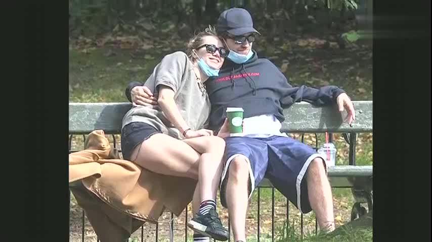 罗伯特·帕丁森停工14天身体好了?和女友约会被拍,被影迷质疑
