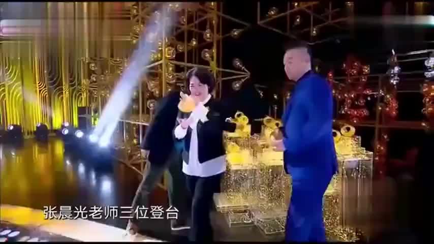 张国立调侃张嘉译:你这么大岁数还演儿子,孙俪已笑疯,太犀利了