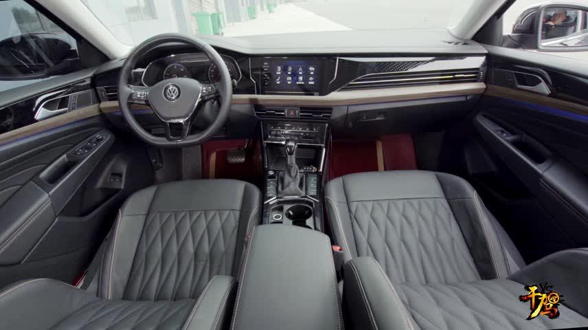 视频:【干驾】帕萨特车机互联 后排空间占优,凯美瑞用料 配置取胜。