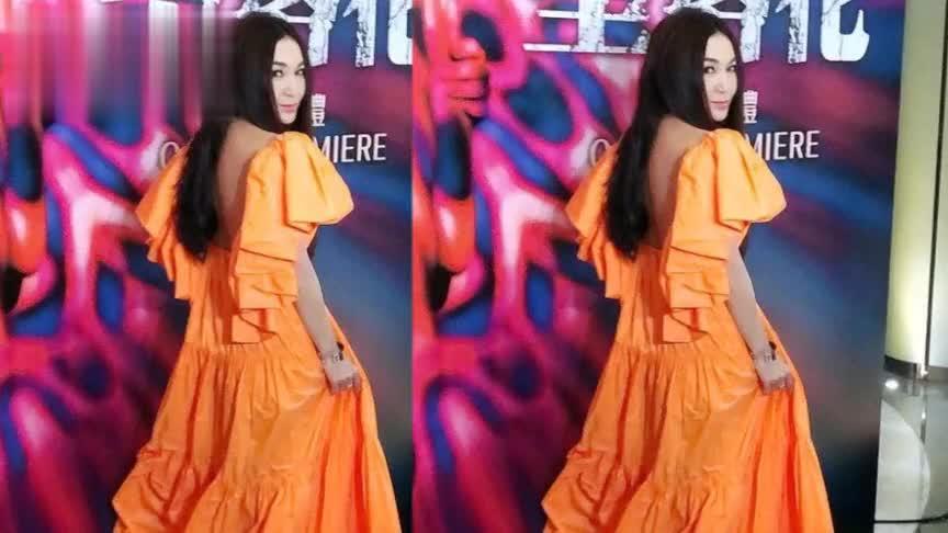 """54岁温碧霞出席电影首映,成熟美艳风情万种,被赞为""""不老女神"""""""