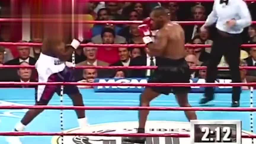 泰森在拳击赛生涯中,最暴怒的一次,观众当场失控,现场都炸了锅