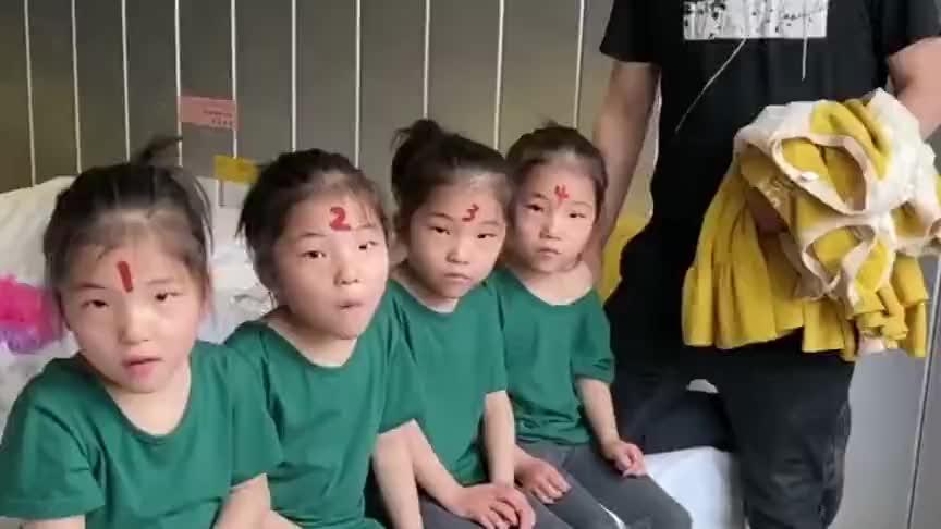 家有四胞胎女儿,爸爸出去取个衣服的时间,四个小情人竟然跑了
