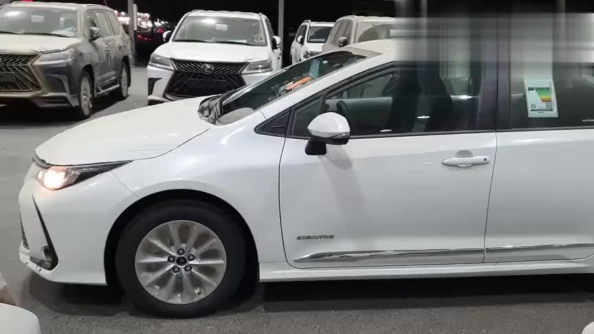 视频:2021款丰田卡罗拉到货实拍,有这颜值和空间,还想着轩逸吗?