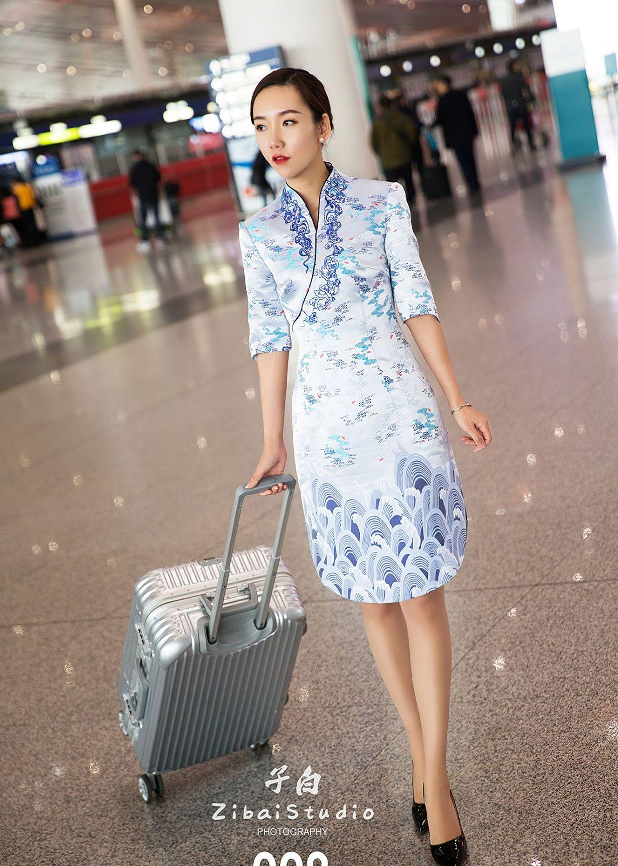 空姐的青花瓷旗袍写真集:身材颜值都在线!