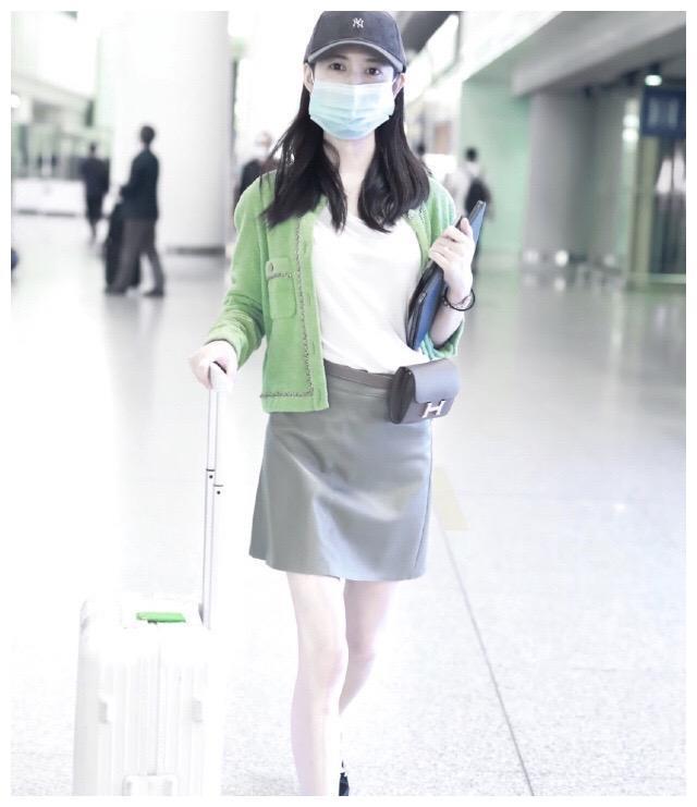 在逐渐升温的夏季怎么选衣服?解锁绿色系的服装,真是好看又凉爽