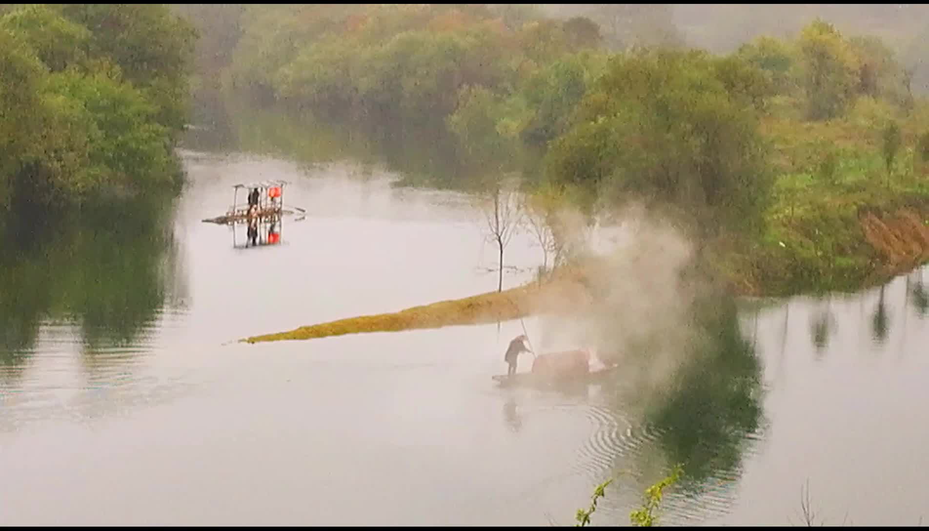 江西婺源:月亮湾打渔火成为风景线