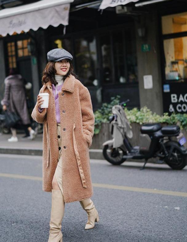 """为什么你穿棕色大衣很显老?忽略这3点""""穿搭细节"""",能穿对才怪"""
