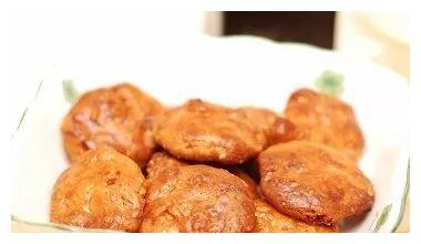 """广州特产小巧又美味的""""鸡仔饼"""""""