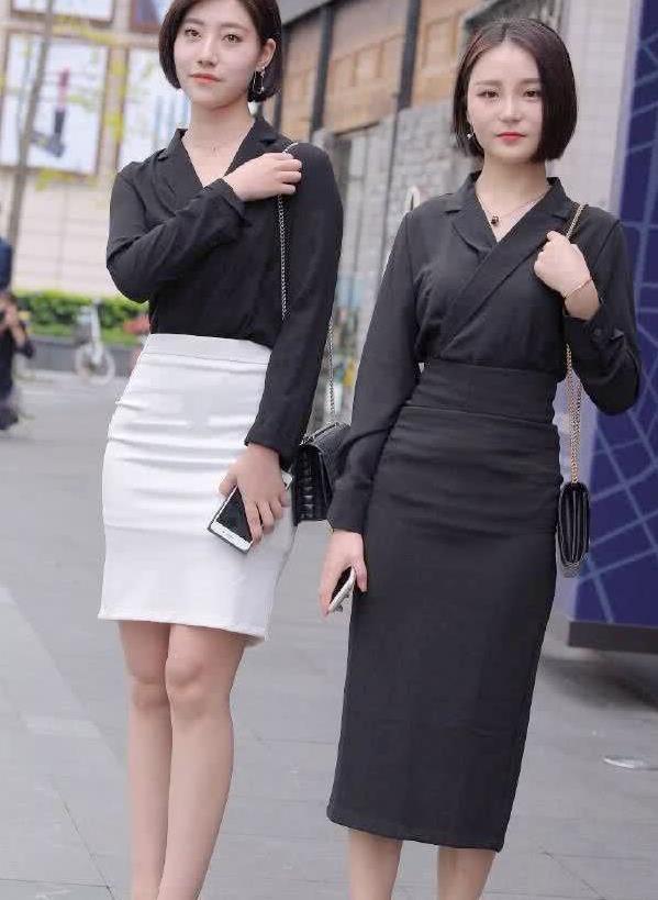 街拍:两位小姐经典穿搭,纯黑和黑白的搭配都好看