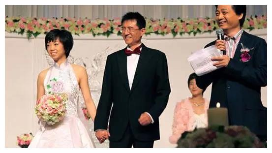别再说张怡宁不幸福了,徐威50天不上班陪她,31条规定保她平安