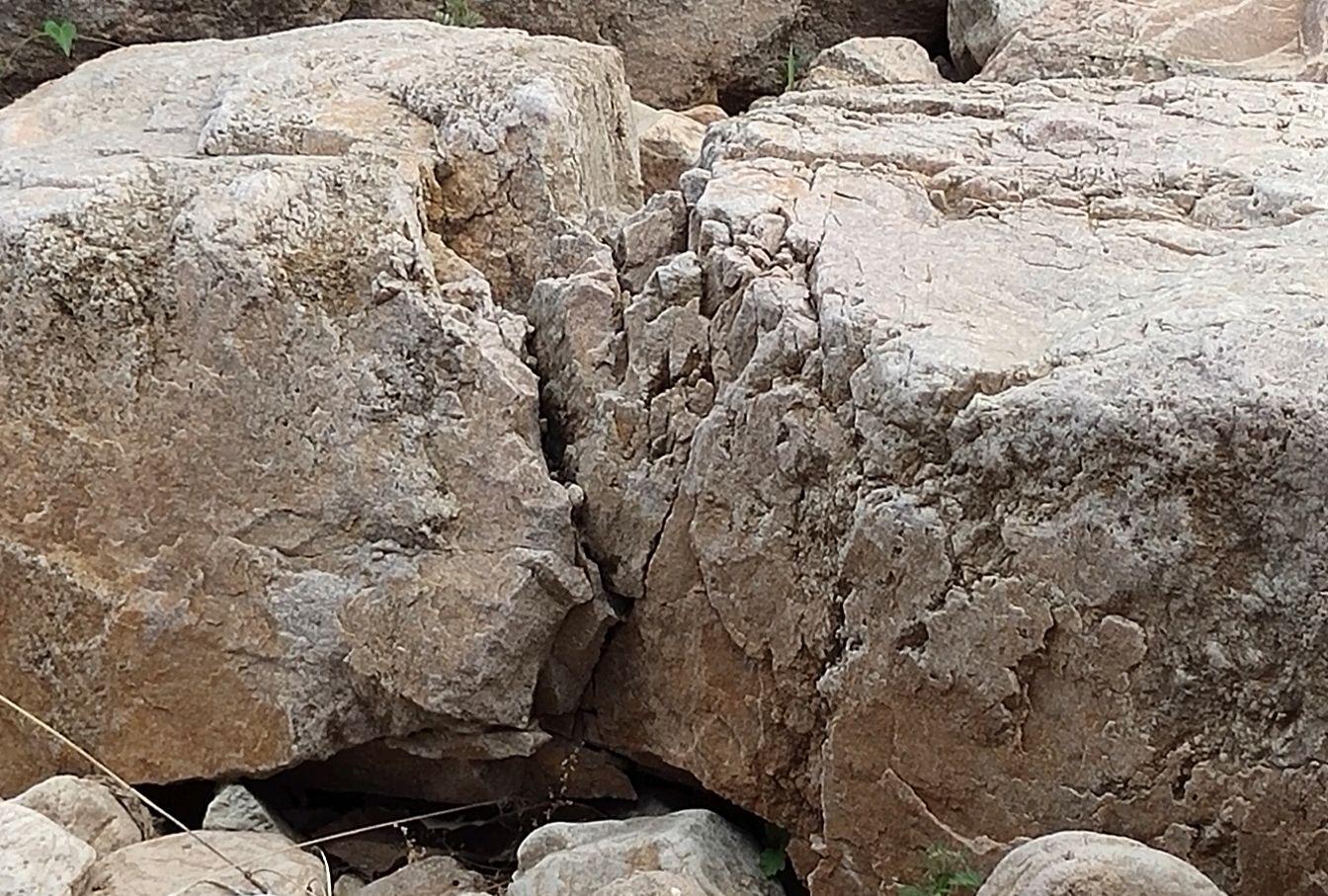 燕山画派陈克永老师笔下的石头纹理理念
