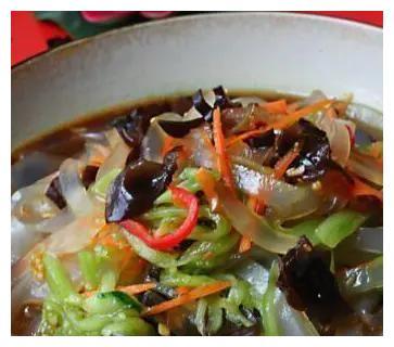 凉拌粉皮,木耳炒茶树菇,牛肉小炒,凉拌山药黑木耳的做法