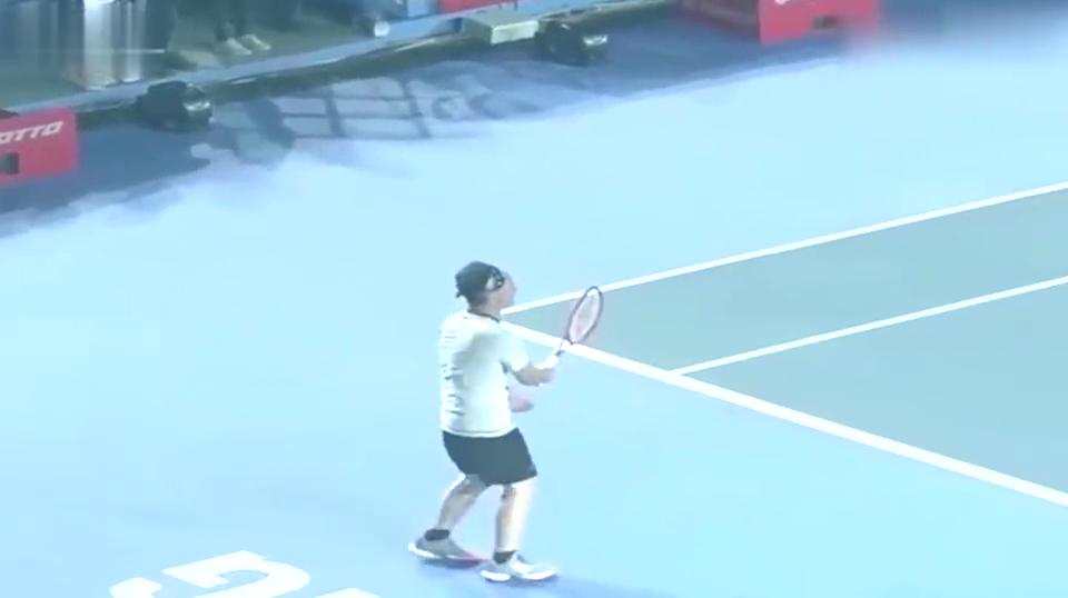 盘点陈奕迅敢和李娜比网球一出手就知道他是练过的太好看了!