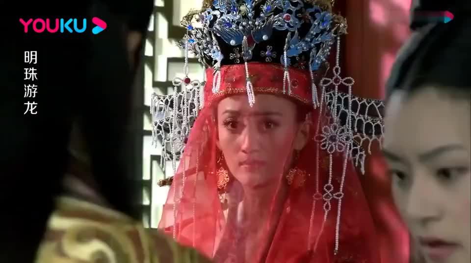 大婚之日皇上不在,皇后也是泪流满面,竟一人叩首完