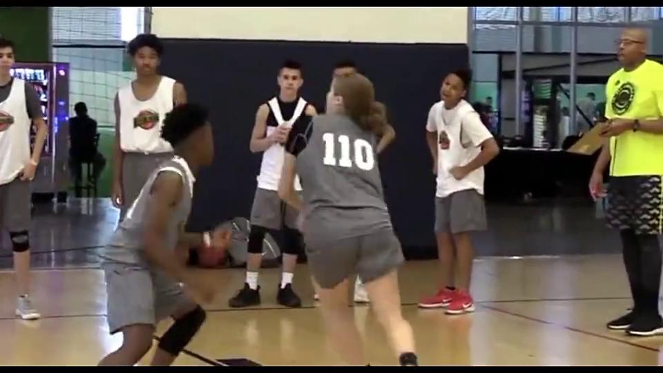 美国十三岁小女孩球馆狂虐,简直是库里的投篮天赋!