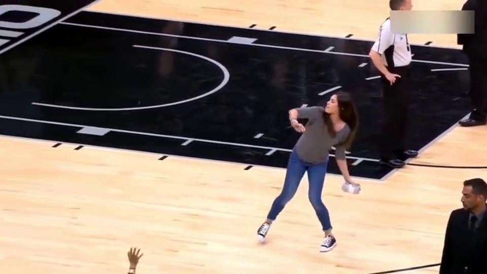 女哈登的超级麒麟臂!WNBA最牛状元助阵马刺展天生神力
