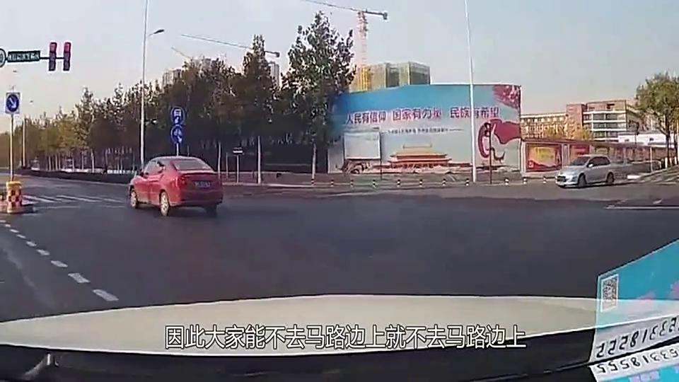 司机错把油门当刹车,撞进烧烤店,店员都被快被吓哭了