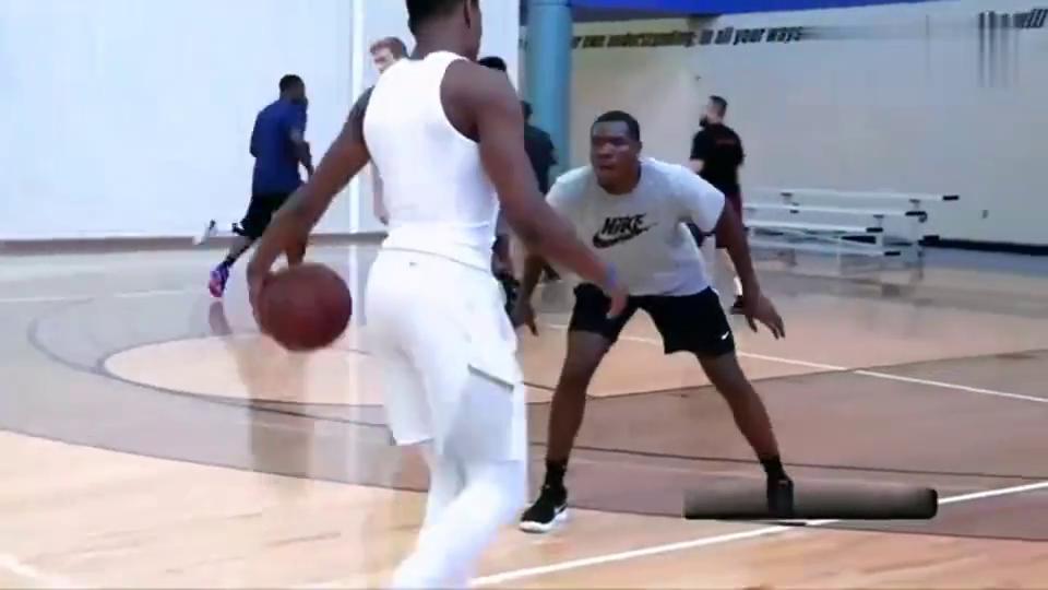 篮球丹尼斯-史密斯有多能跳这个视频告诉你天空才是他的极限!