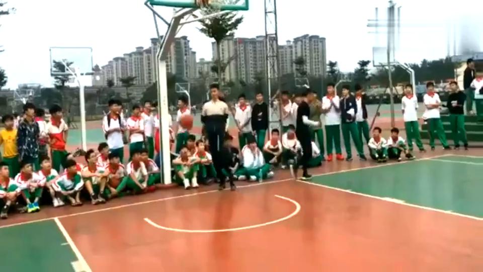 库里钦点的中国第一高中生,单挑能力是真的强