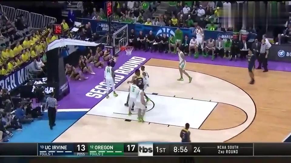 欧文分校-俄勒冈大学:这惊天弹跳力,伍顿排球大帽几乎高过篮板