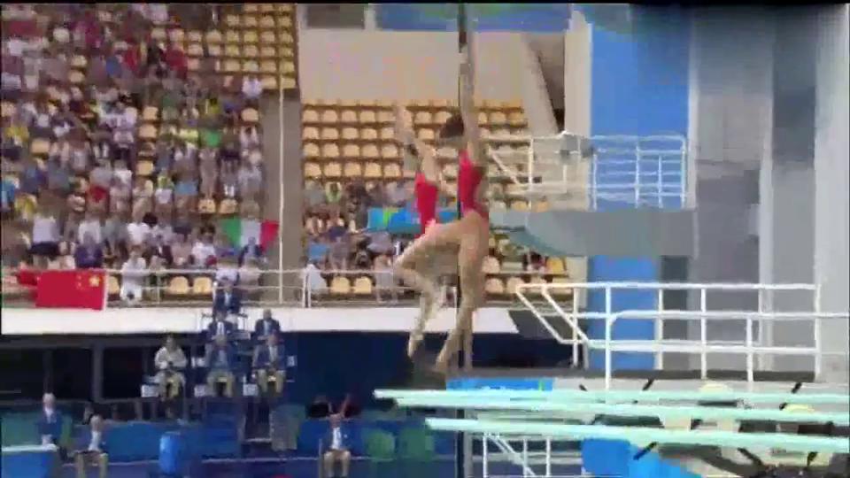 跳水回顾吴敏霞和施廷懋这一跳太完美,慢镜头看也绝对惊艳!