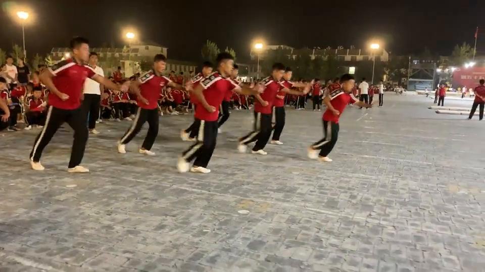 塔沟武校夏运会:狼族传说,精彩纷呈有种舞台剧的效果